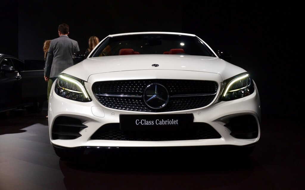 2019 mercedes benz c class coupe and cabriolet world premiere in new york the car guide. Black Bedroom Furniture Sets. Home Design Ideas