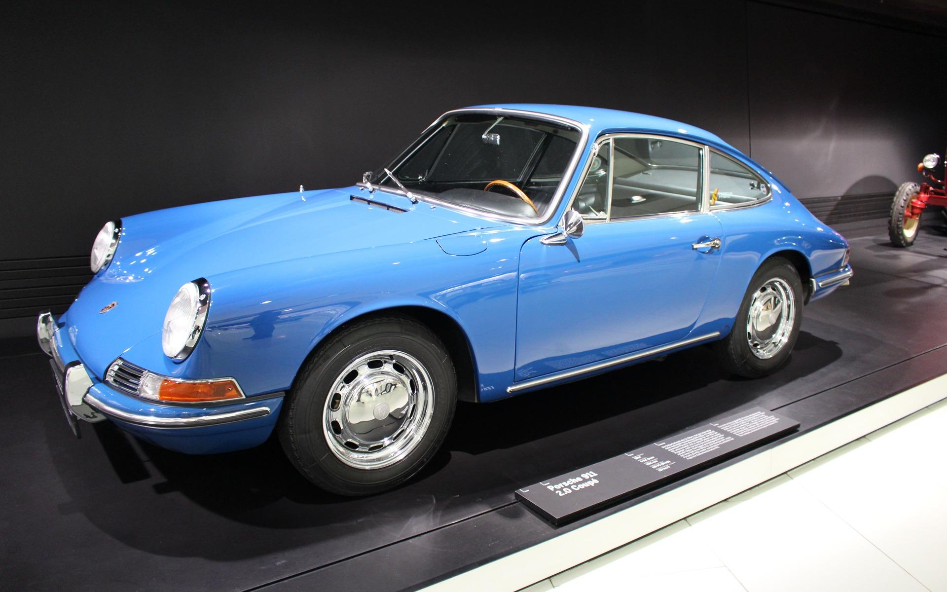 <p>Porsche 911, 1964</p>