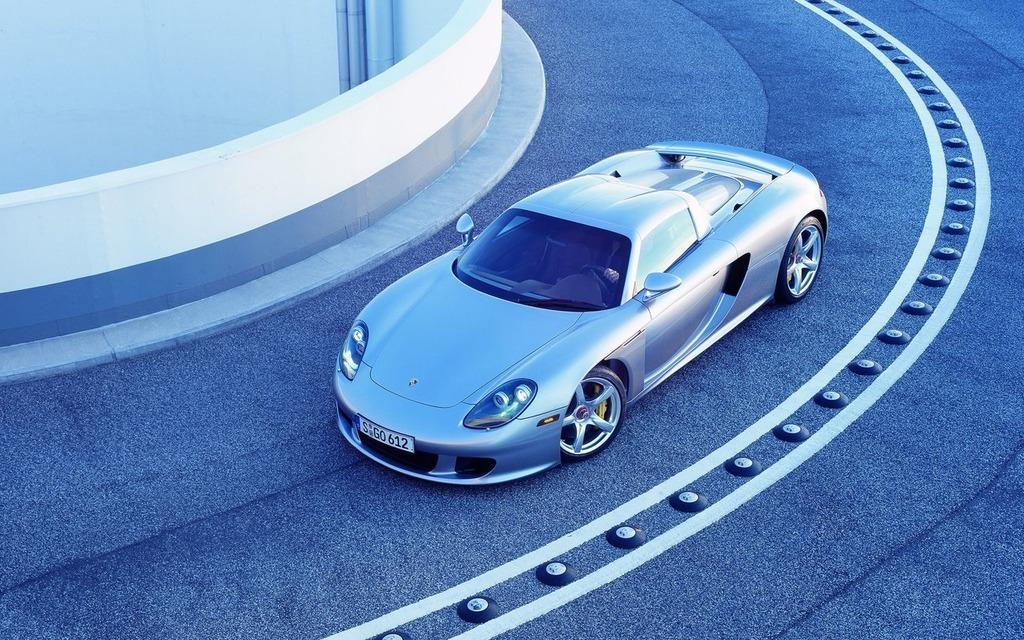 <p>Porsche Carrera GT, 2004</p>