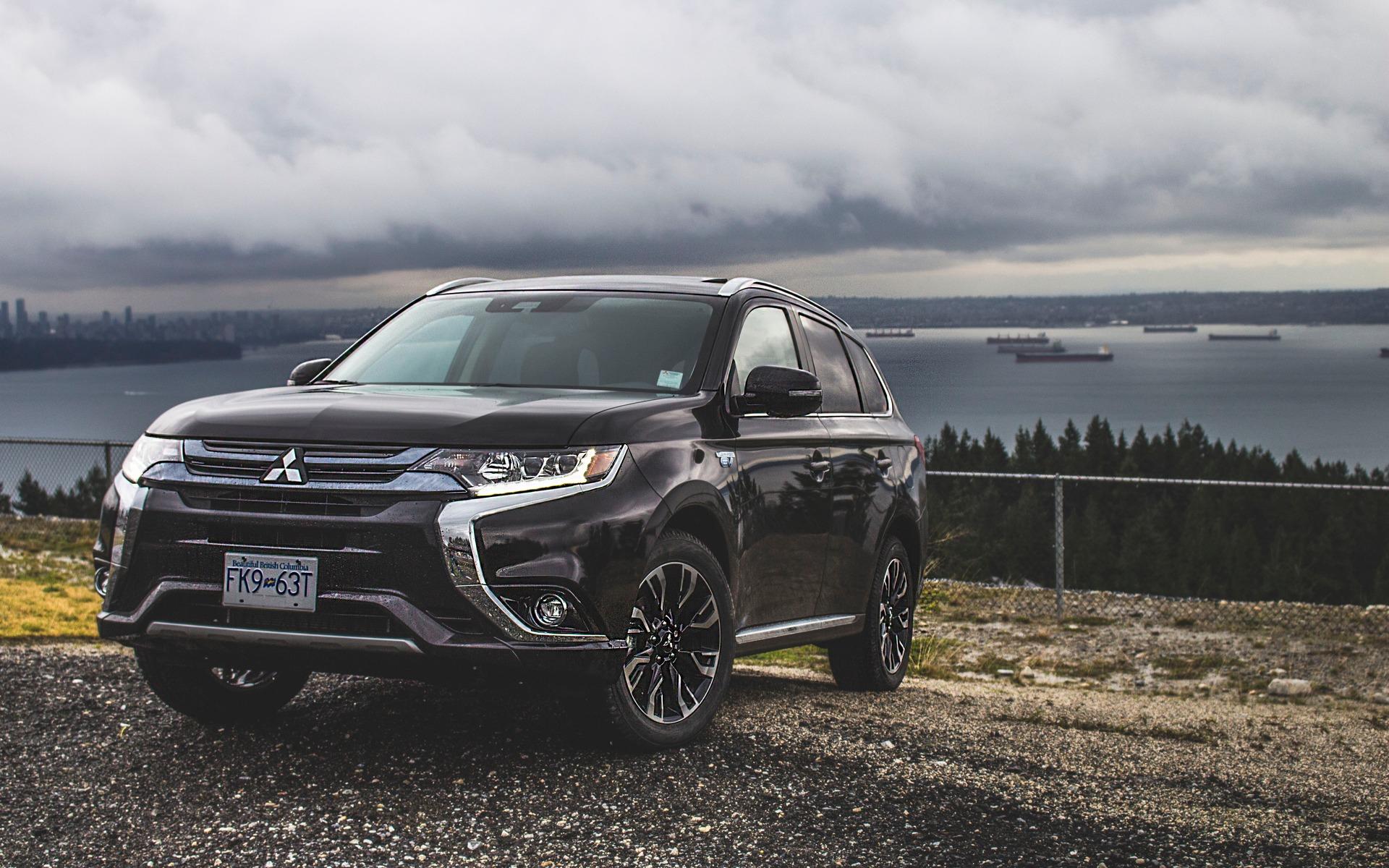<p>2018 Mitsubishi Outlander PHEV</p>