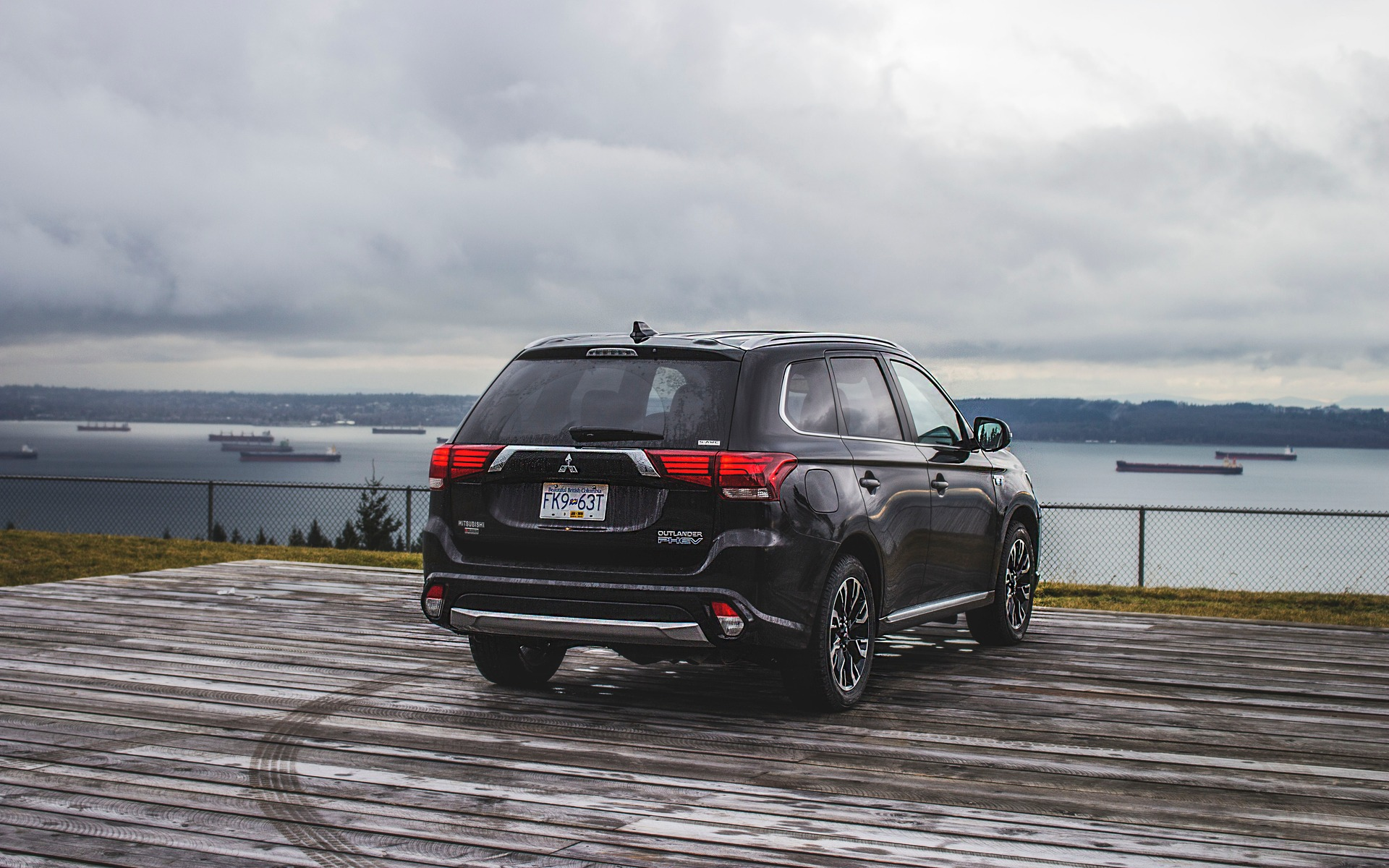 <p>Rear view of the 2018 Mitsubishi Outlander PHEV</p>