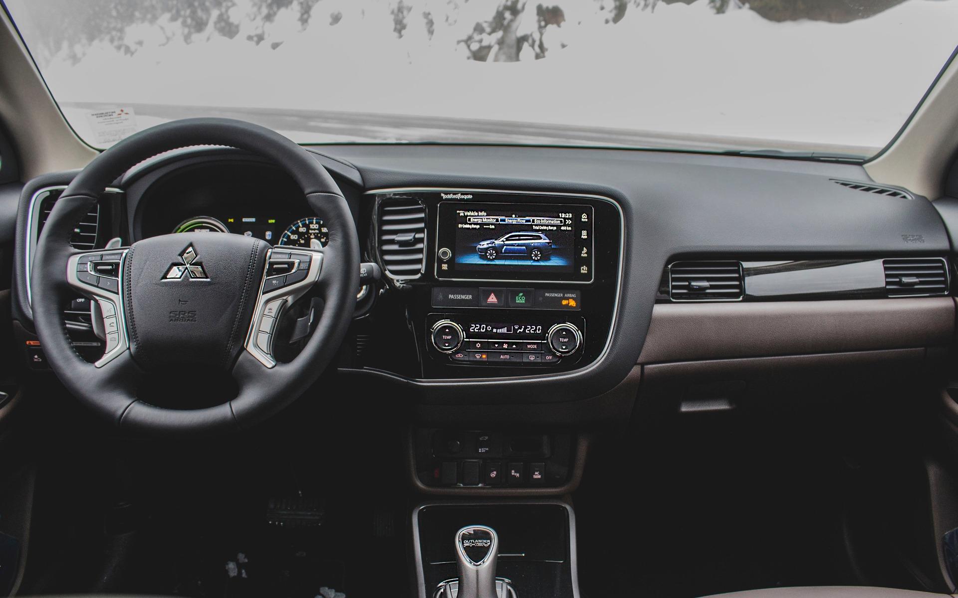 <p>Interior of the 2018 Mitsubishi Outlander PHEV</p>