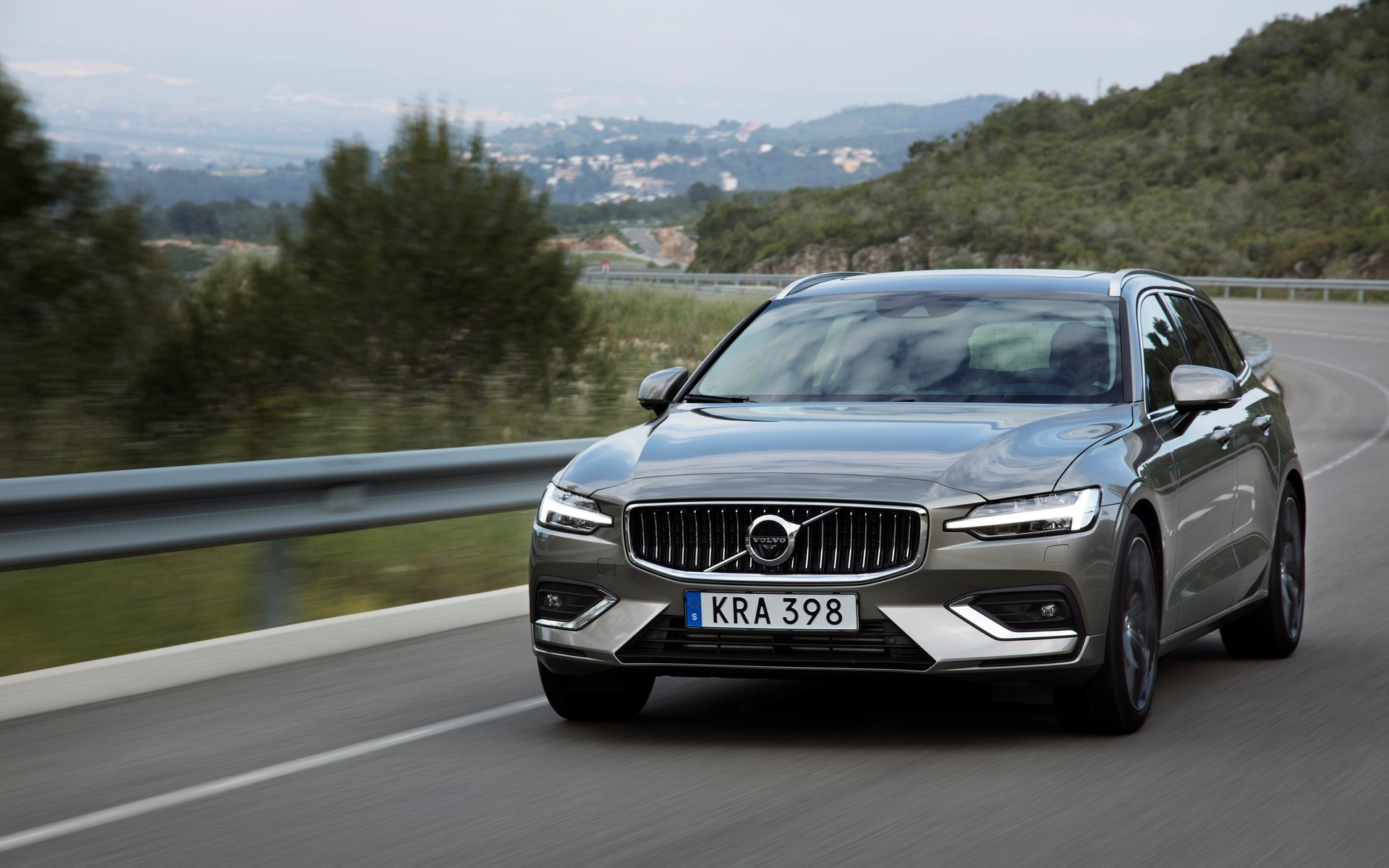 2019 volvo v60 we 39 re driving it this week the car guide. Black Bedroom Furniture Sets. Home Design Ideas