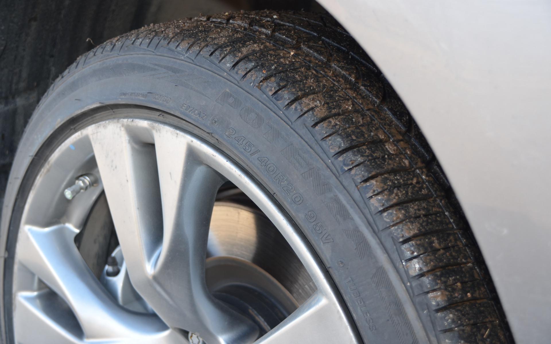 est ce que les pneus neufs offrent plus de performance que les pneus us s guide auto. Black Bedroom Furniture Sets. Home Design Ideas
