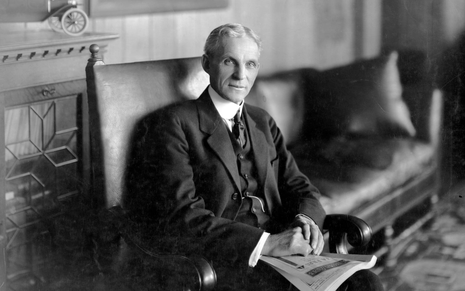 Henry Ford dans une pose des plus nobles.