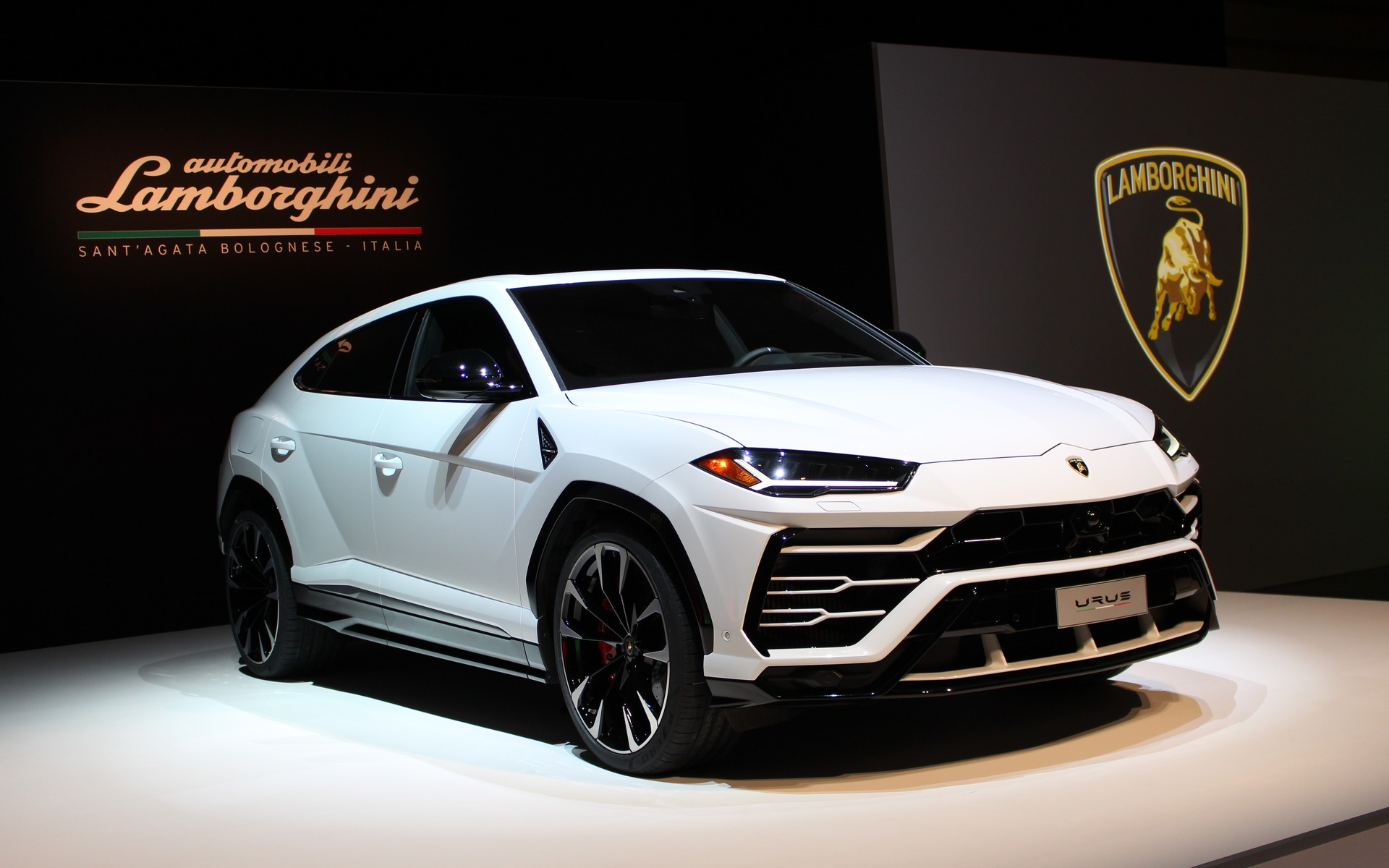 Car Dealers Toronto >> New Lamborghini Dealership Opens in Downtown Toronto - The ...