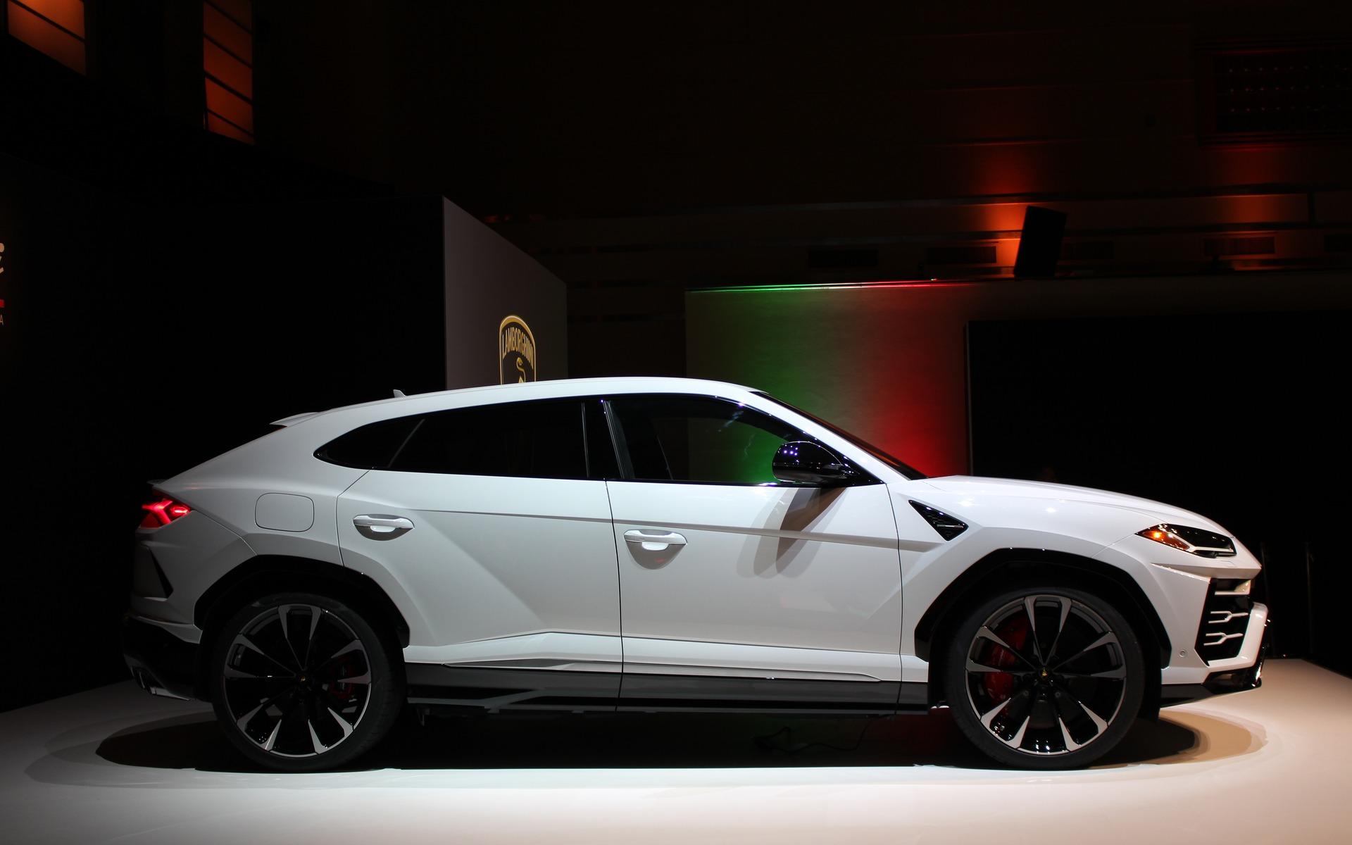<p>2019 Lamborghini Urus Canadian premiere in Toronto</p>