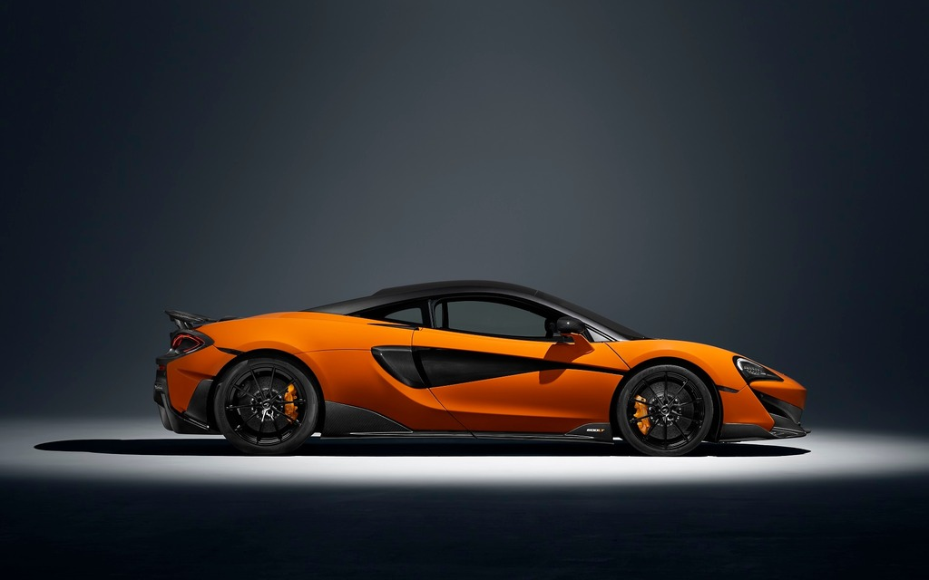 <p>The new 2019 McLaren 600LT and its elongated profile</p>