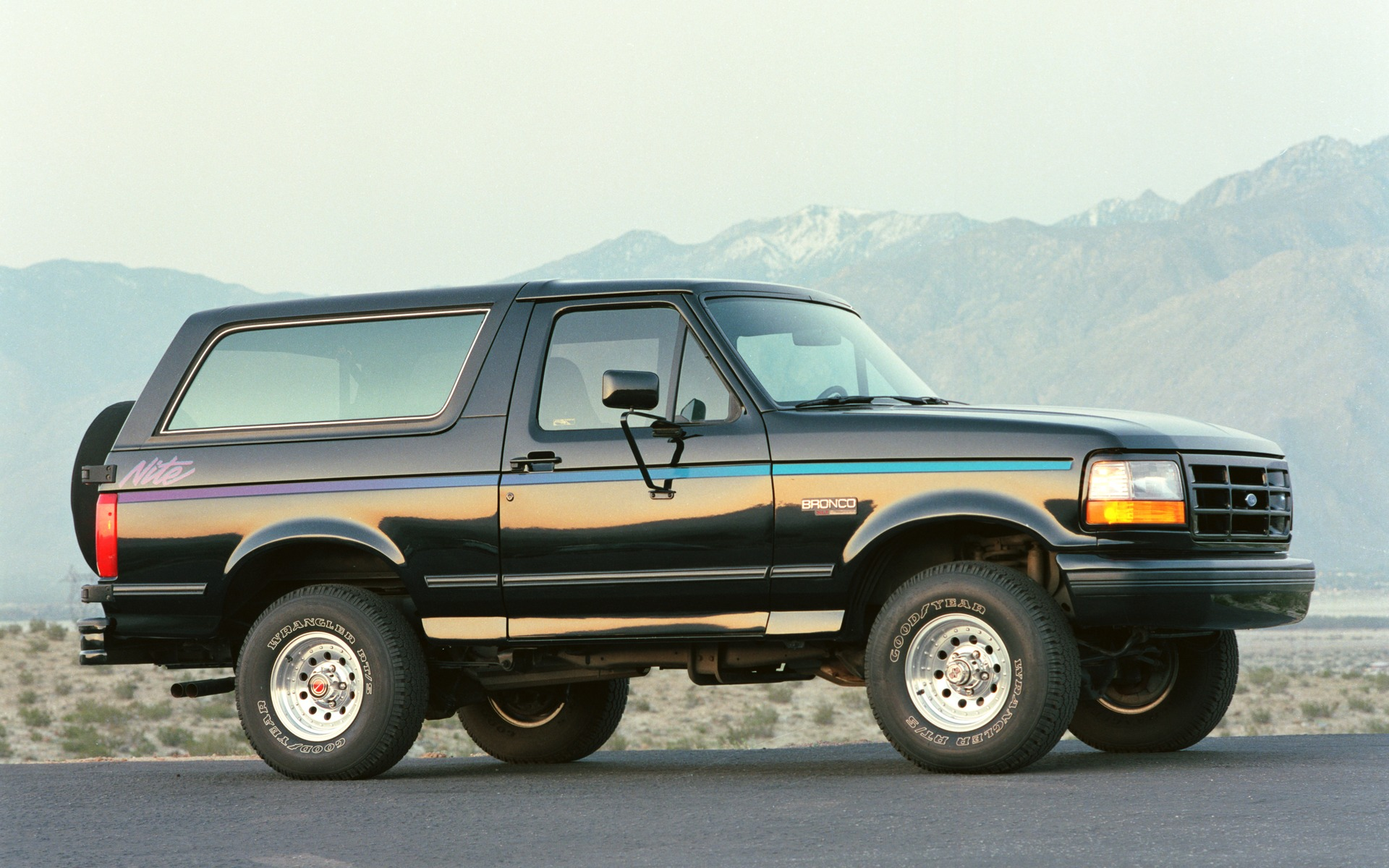 <p>Ford Bronco 1992</p>