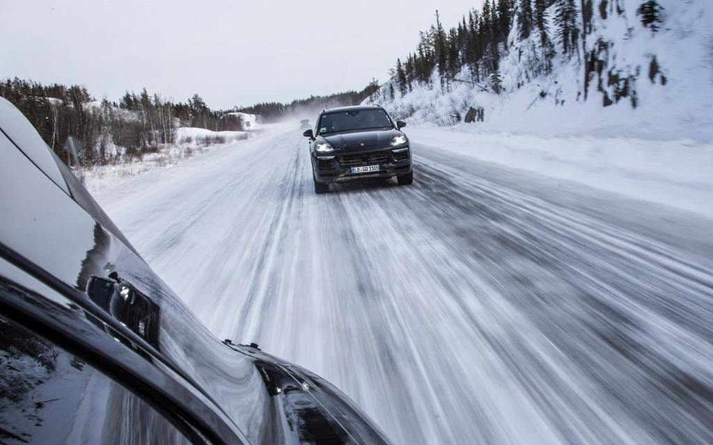 Les pneus d'hiver deviendront obligatoires à partir du 1er décembre 347896_Les_pneus_d_hiver_deviendront_obligatoires_a_partir_du_1er_decembre
