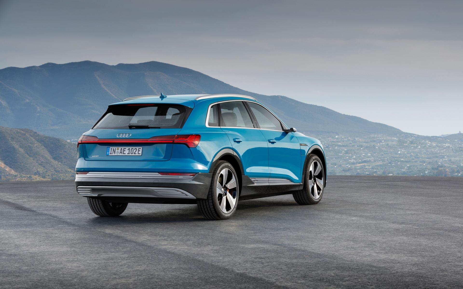 <p>2019 Audi e-tron quattro </p>
