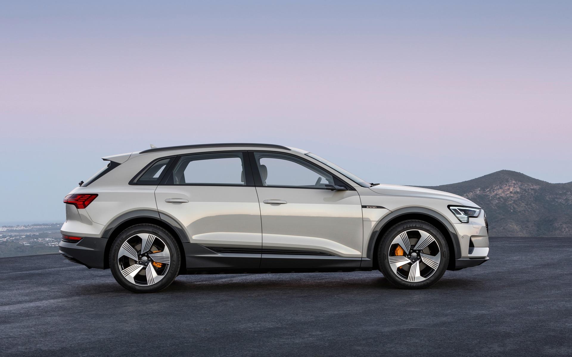 <p>2019 Audi e-tron quattro</p>