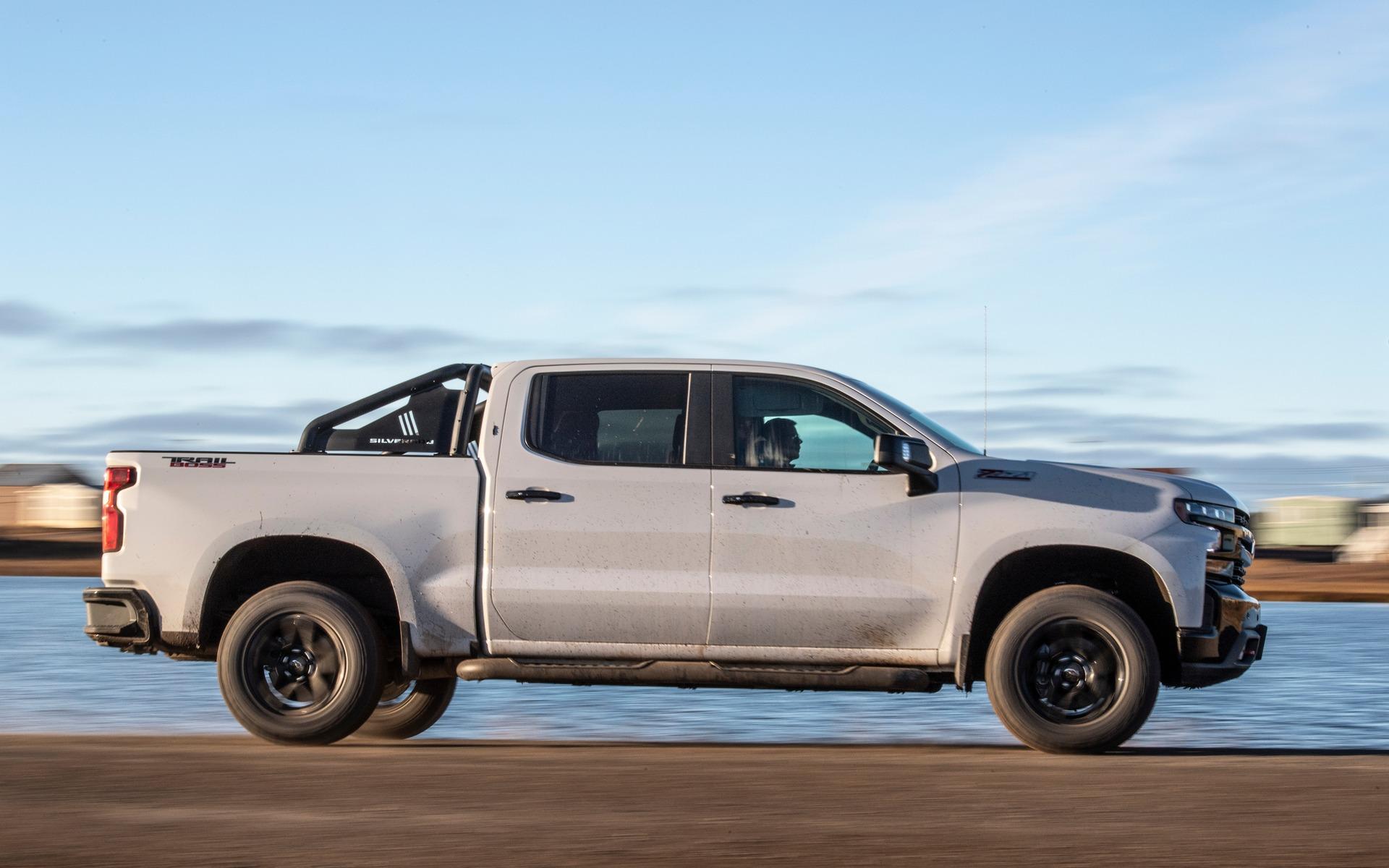 Chevrolet Silverado 2019 : fraîchement remanié pour battre Ford et Ram 349025_2019_Chevrolet_Silverado