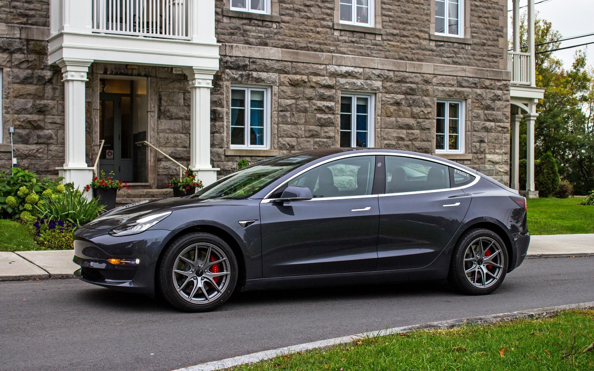 Tesla Model 3 Performance 2018 : doigt d'honneur vers une industrie entière 350877_2018_Tesla_Model_3