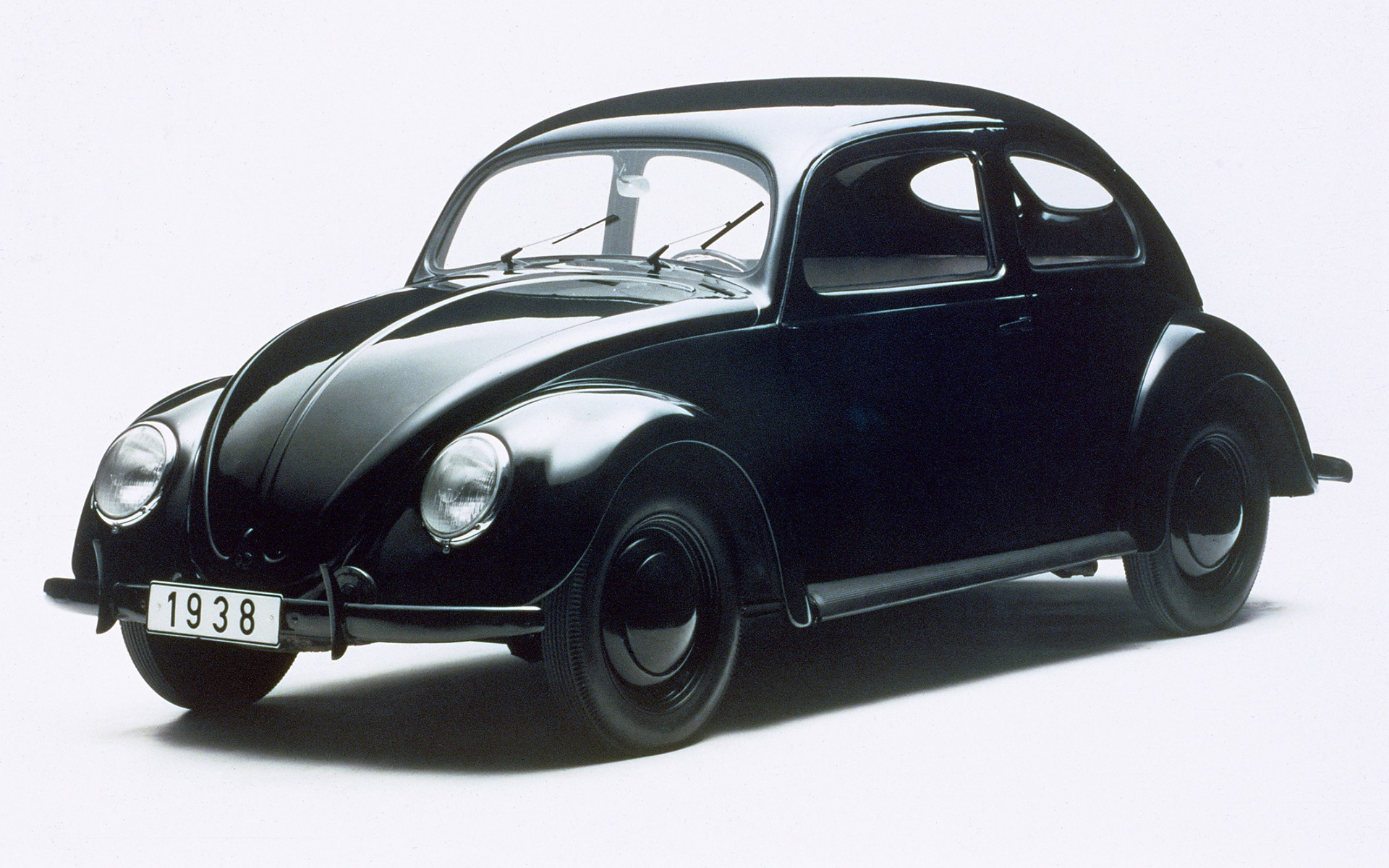 <p>L'un des premières Volkswagen (une 1938).</p>