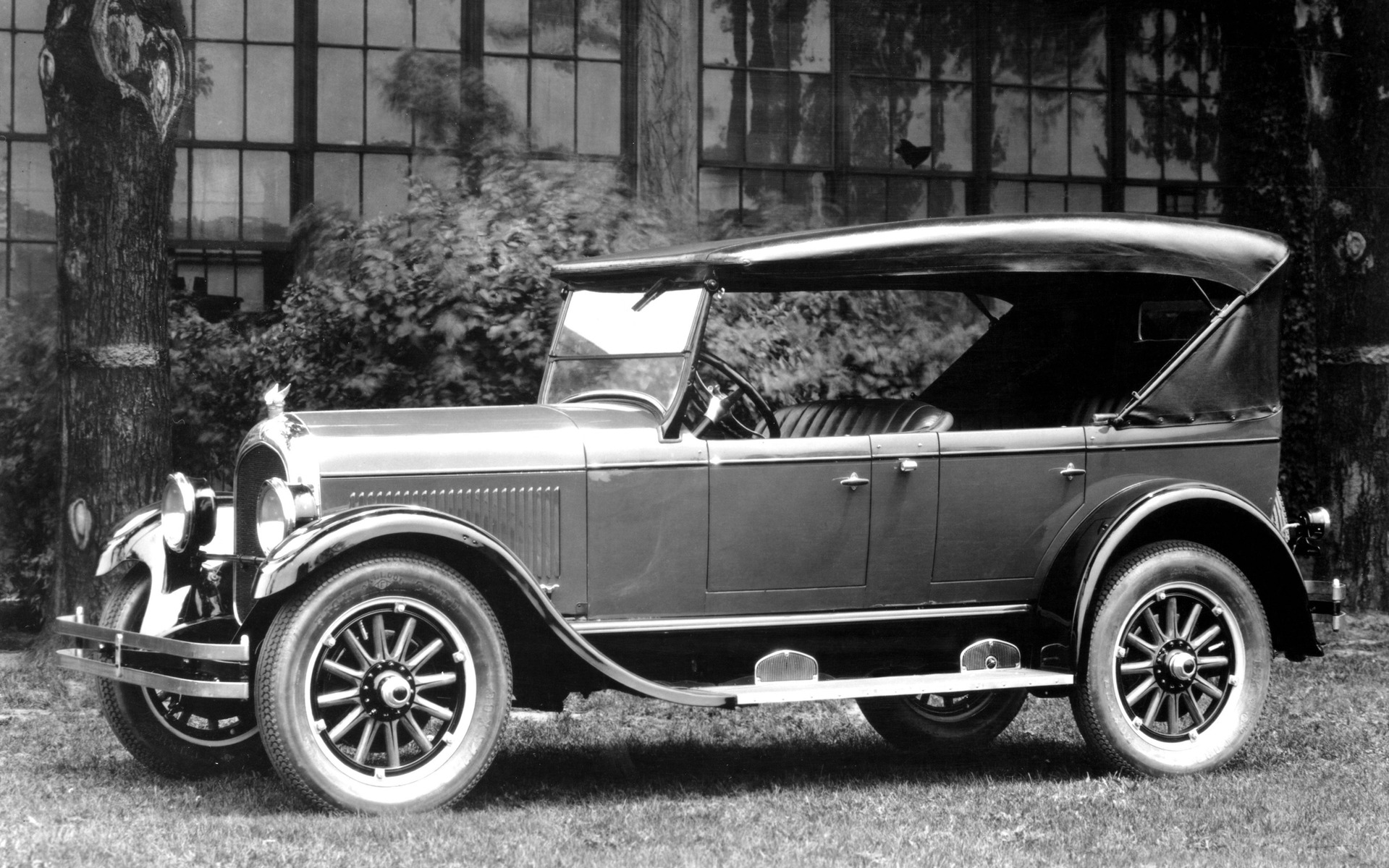 <p>La Chrysler 1924 vue sous un autre angle.</p>