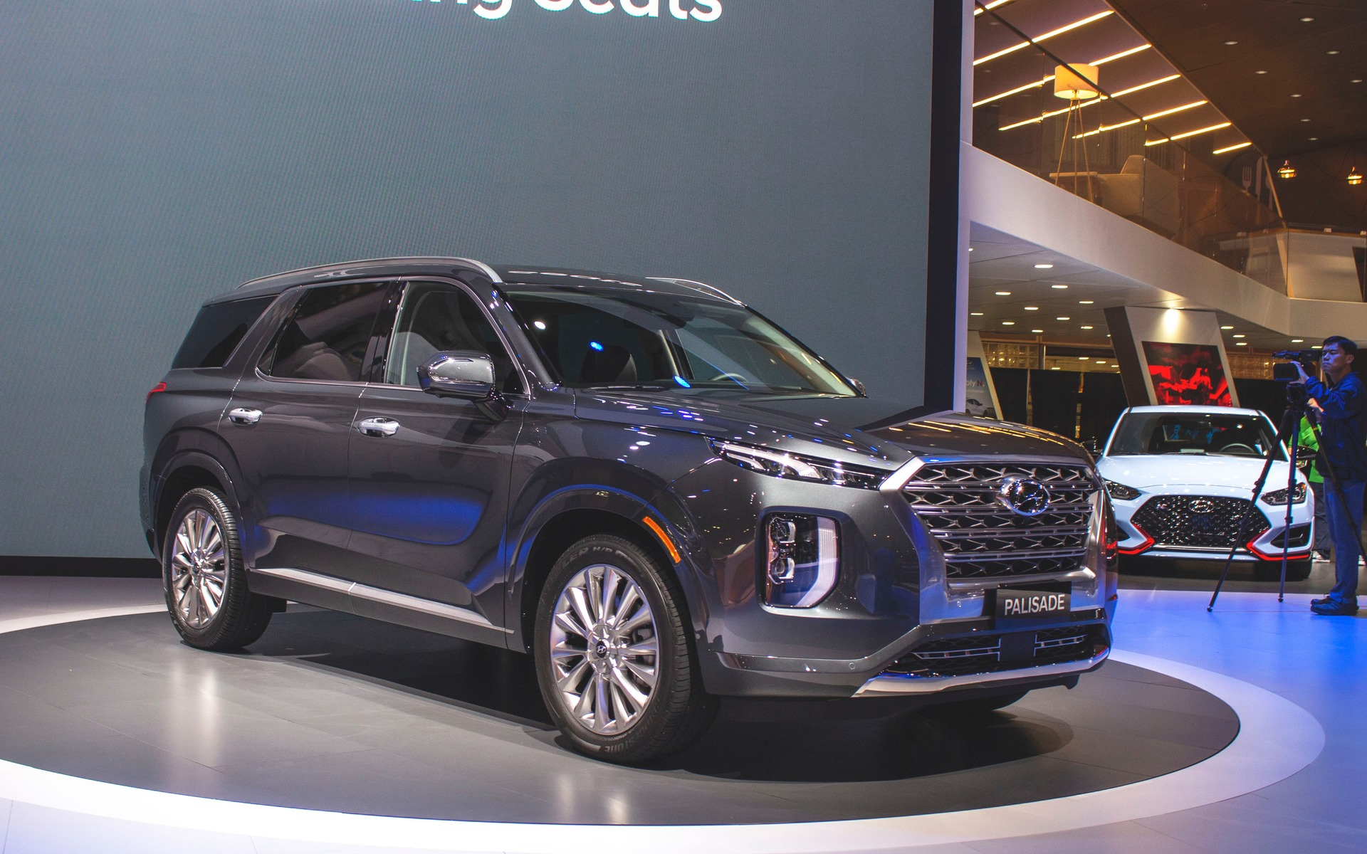 https://i.gaw.to/content/photos/35/88/358842_2020_Hyundai_Palisade.jpg