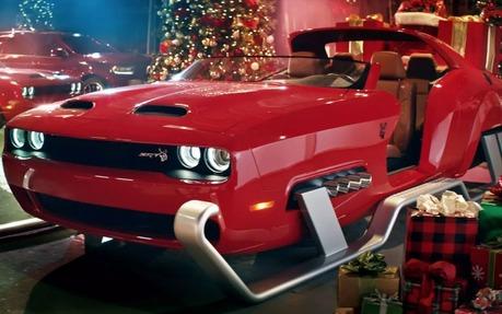 Traineau Noel Dodge a transformé une Hellcat en traîneau du Père Noël   Guide Auto