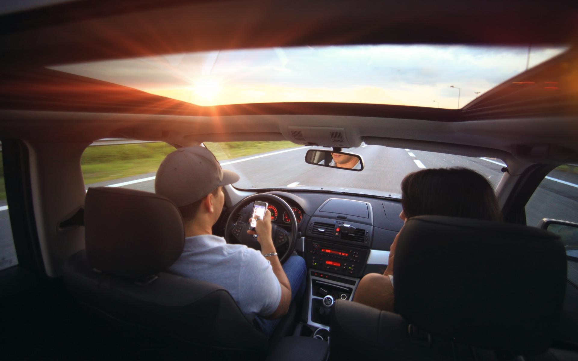 accessoires pour la voiture les appareils bluetooth guide auto. Black Bedroom Furniture Sets. Home Design Ideas
