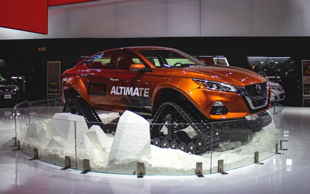 surprise nissan built an altima with tracks for the montreal auto show the car guide. Black Bedroom Furniture Sets. Home Design Ideas