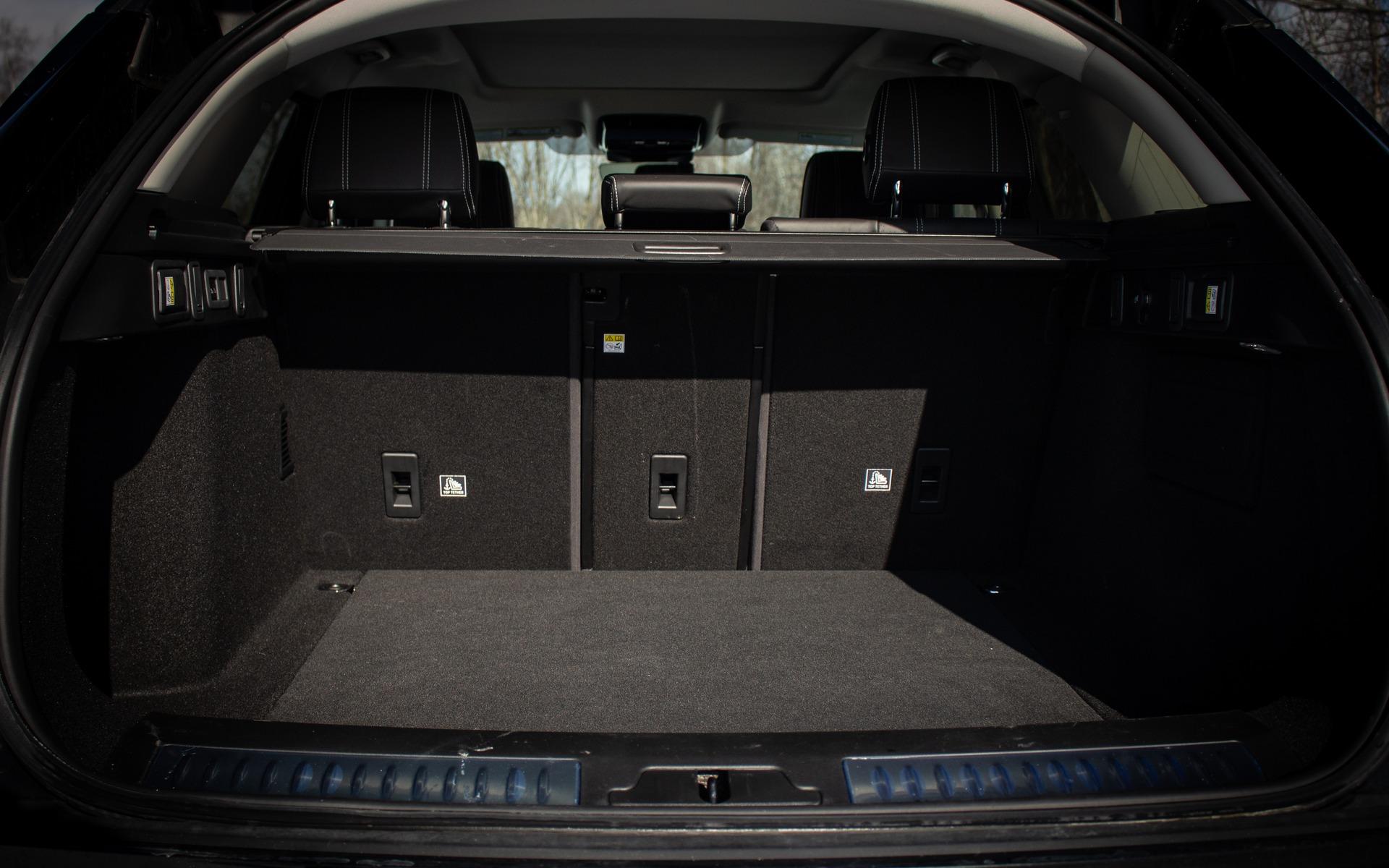 Range Rover Velar 2019 : battre la concurrence avec le style 365800_Range_Rover_Velar_2019_battre_la_concurrence_avec_le_style