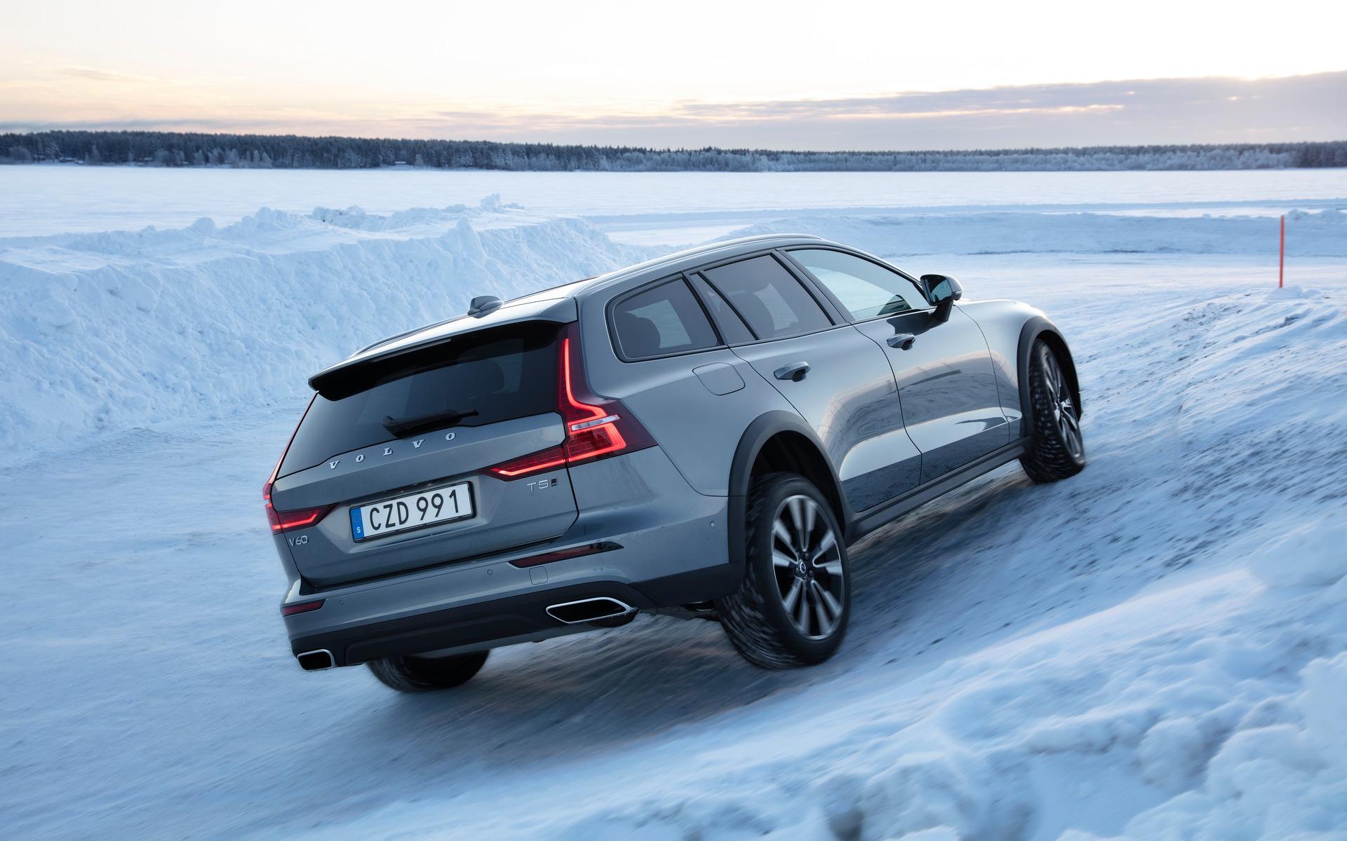 Volvo V60 2019 : on a conduit la seule voiture familiale hybride rechargeable 366017_2019_Volvo_V60