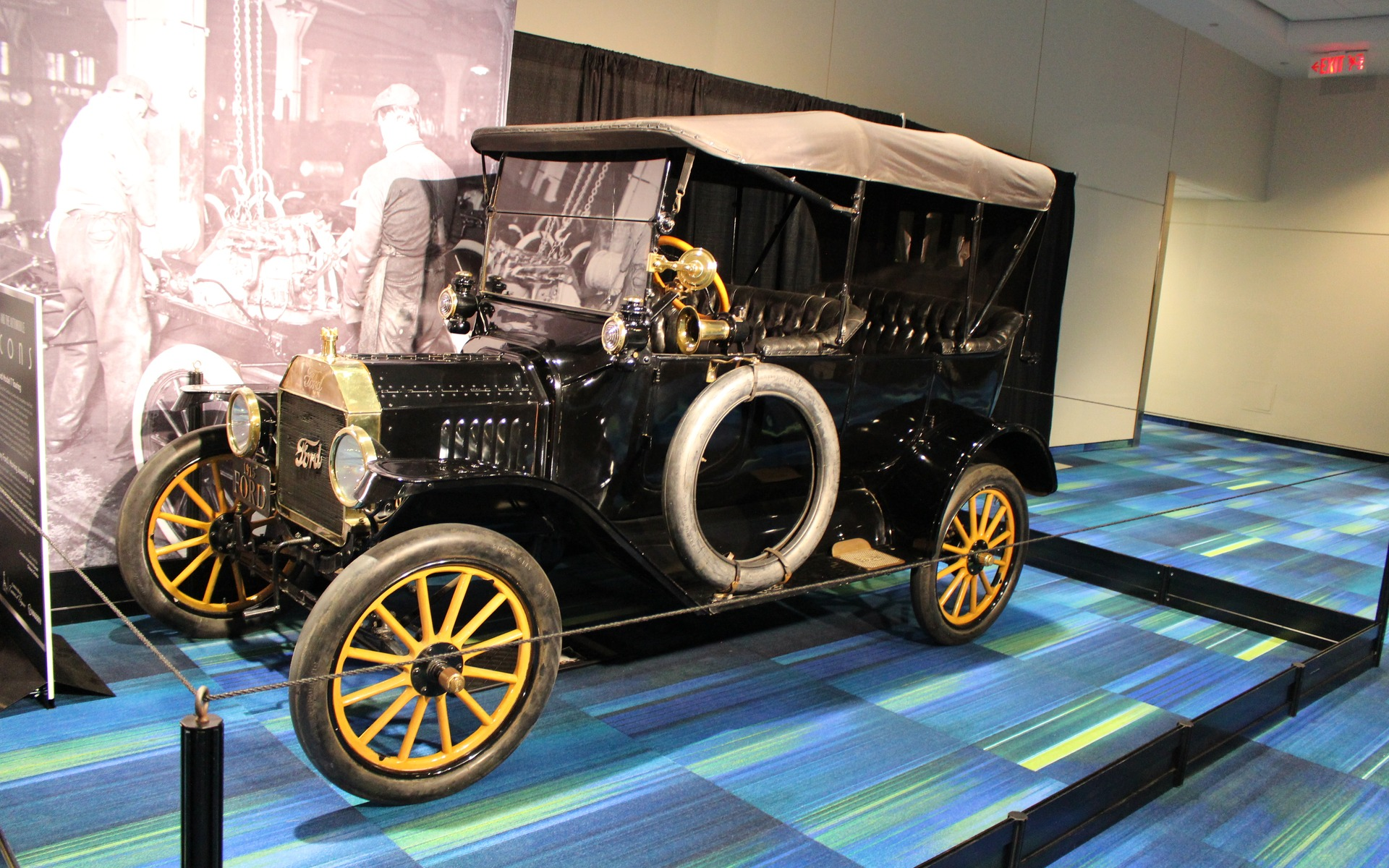 <p>1915 Ford Model T Touring</p>