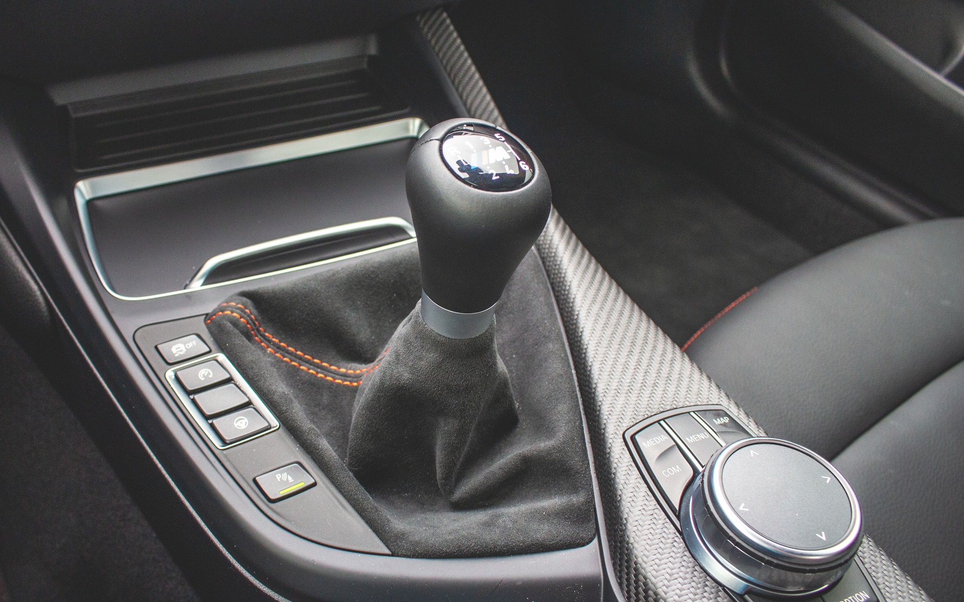 10 Sports Cars That Still Offer A Manual Gearbox 1 11