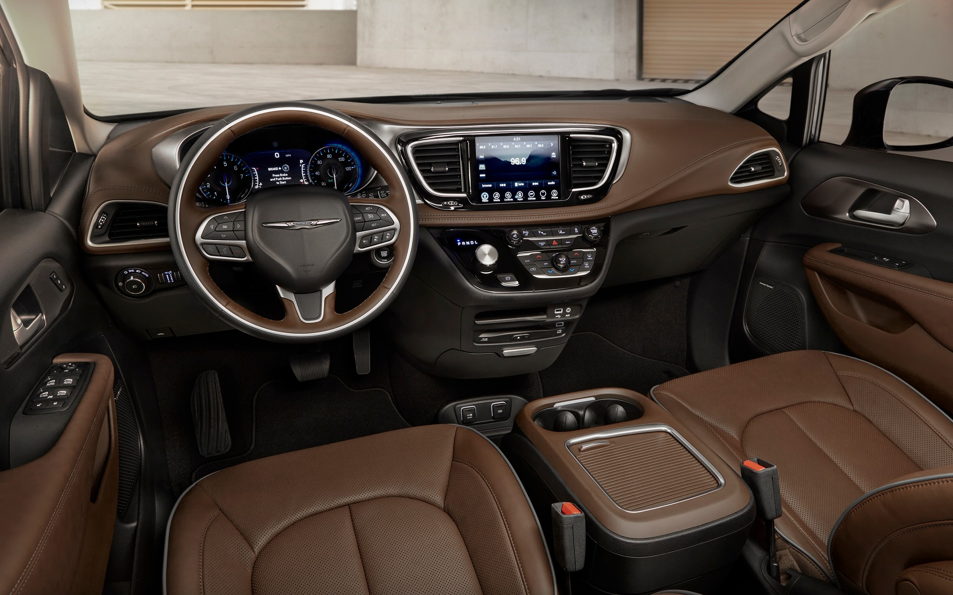 <p>2019 Chrysler Pacifica</p>