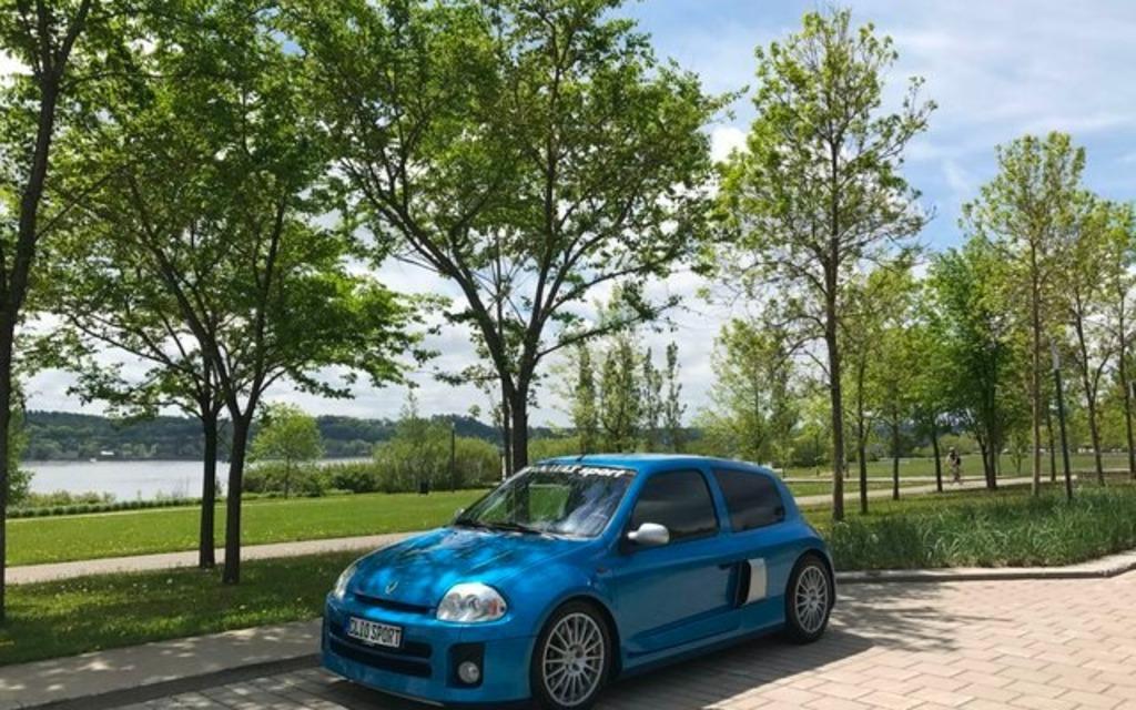 Cette rare voiture française est à vendre au Québec 373292_Cette_rare_voiture_francaise_est_a_vendre_a_Levis