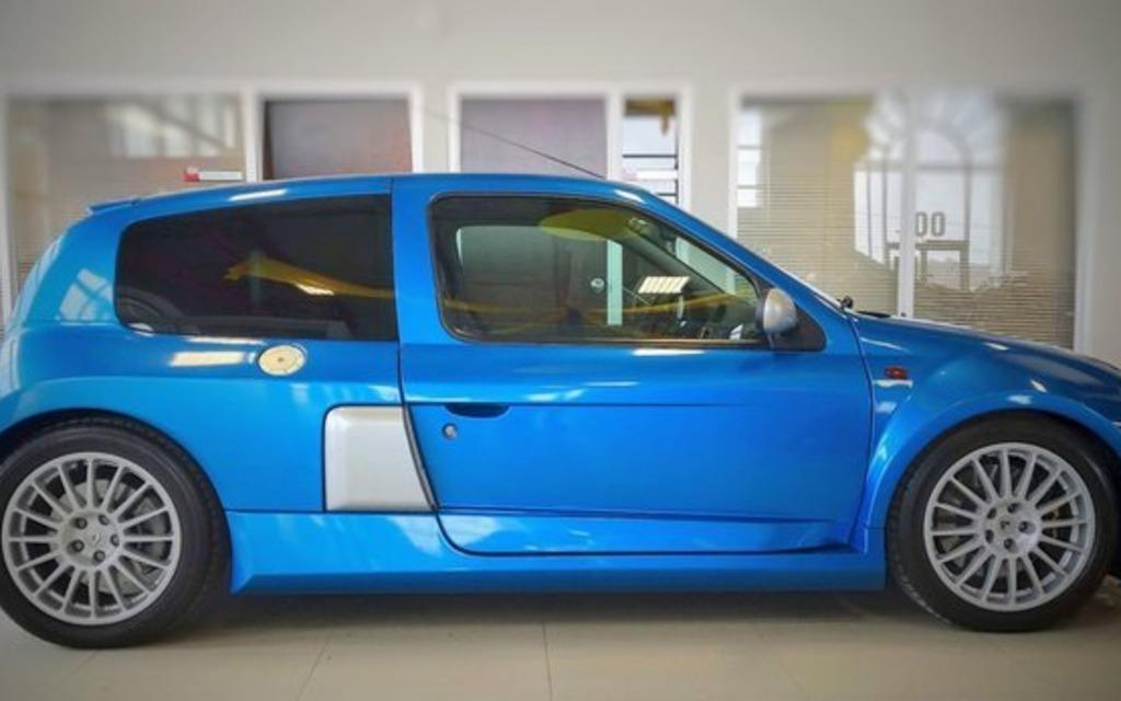 Cette rare voiture française est à vendre au Québec 373295_Cette_rare_voiture_francaise_est_a_vendre_a_Levis
