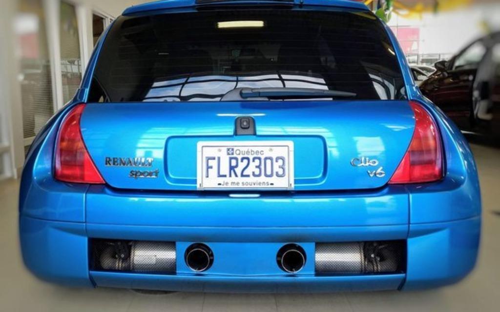 Cette rare voiture française est à vendre au Québec 373301_Cette_rare_voiture_francaise_est_a_vendre_a_Levis
