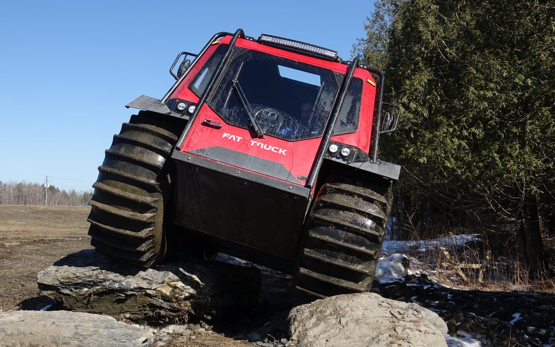 <p>Fat Truck sur des rocs</p>