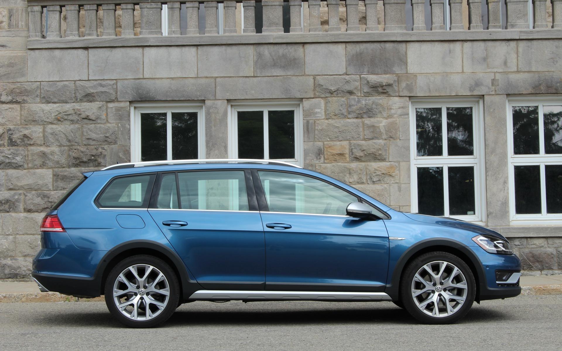 La Volkswagen Golf SportWagen tire sa révérence 377140_2019_Volkswagen_Golf