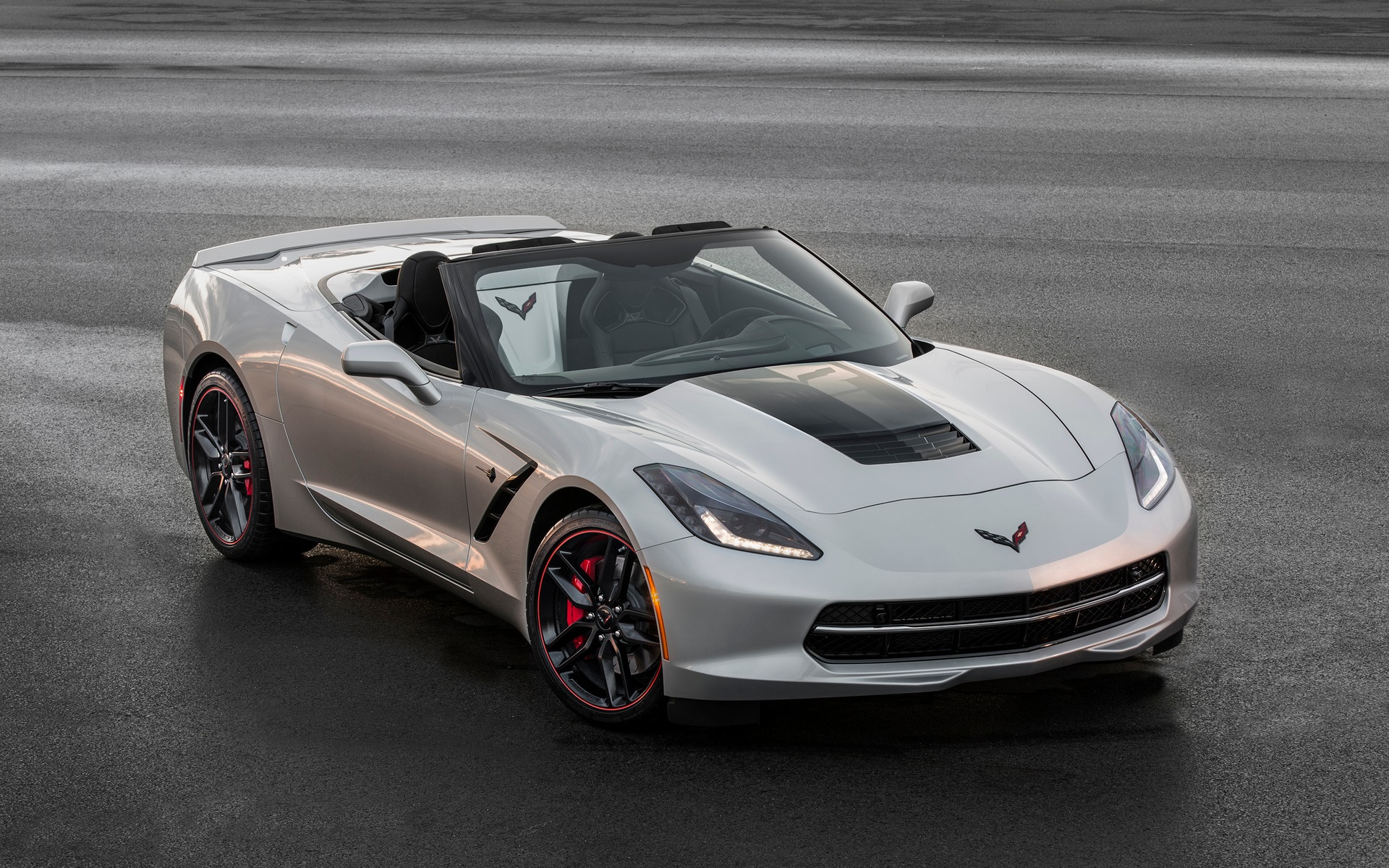 <p>Corvette Stingray d&eacute;capotable</p>