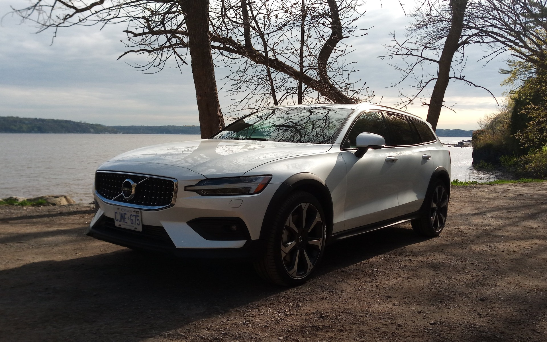 Volvo V60 Cross Country >> 2019 Volvo V60 Cross Country More Fun Than An Suv The Car