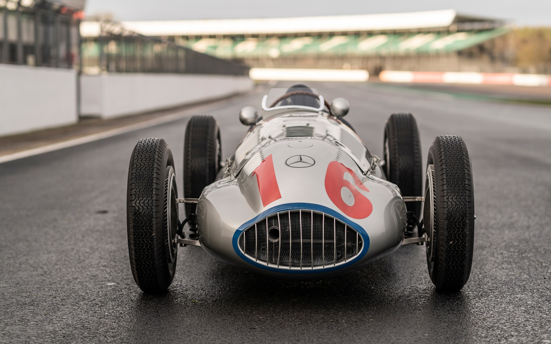 <p>Mercedes-Benz Classic Collection &agrave; Silverstone</p>