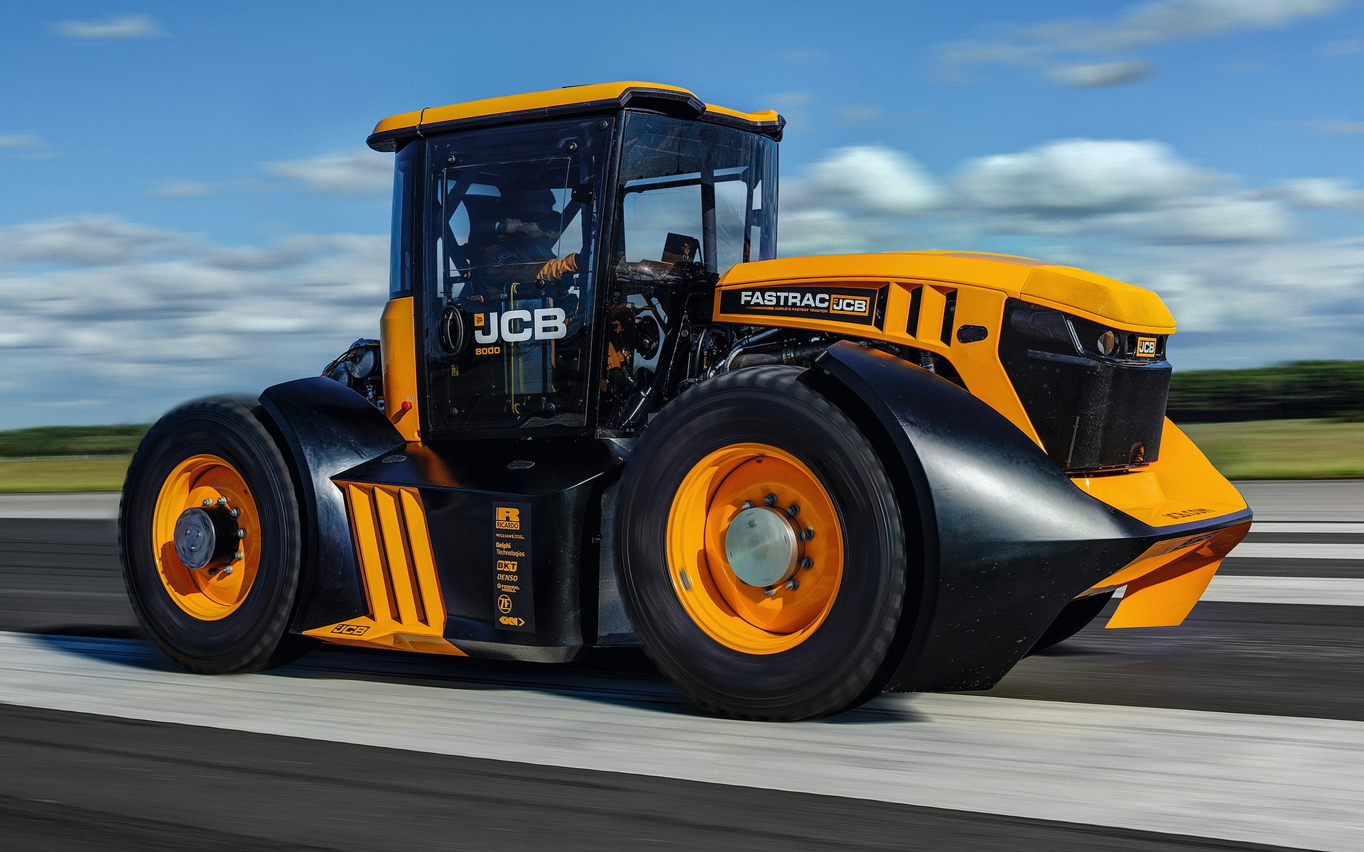 Watch This Modified Tractor Hits 165 Km H The Car Guide