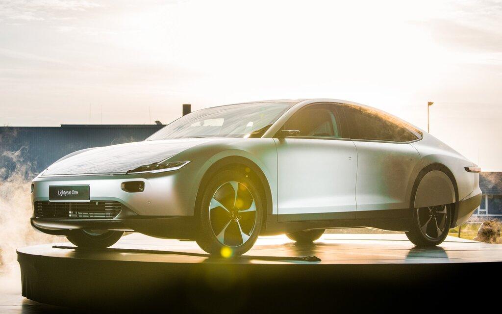 voici la premi re voiture solaire grande autonomie au monde guide auto. Black Bedroom Furniture Sets. Home Design Ideas