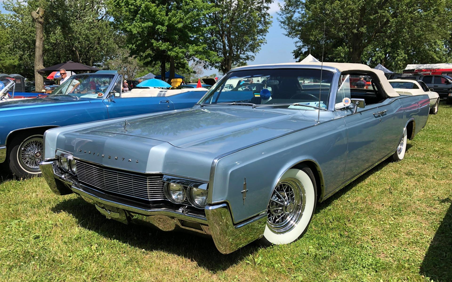 <p>Lincoln Continental 1966</p>