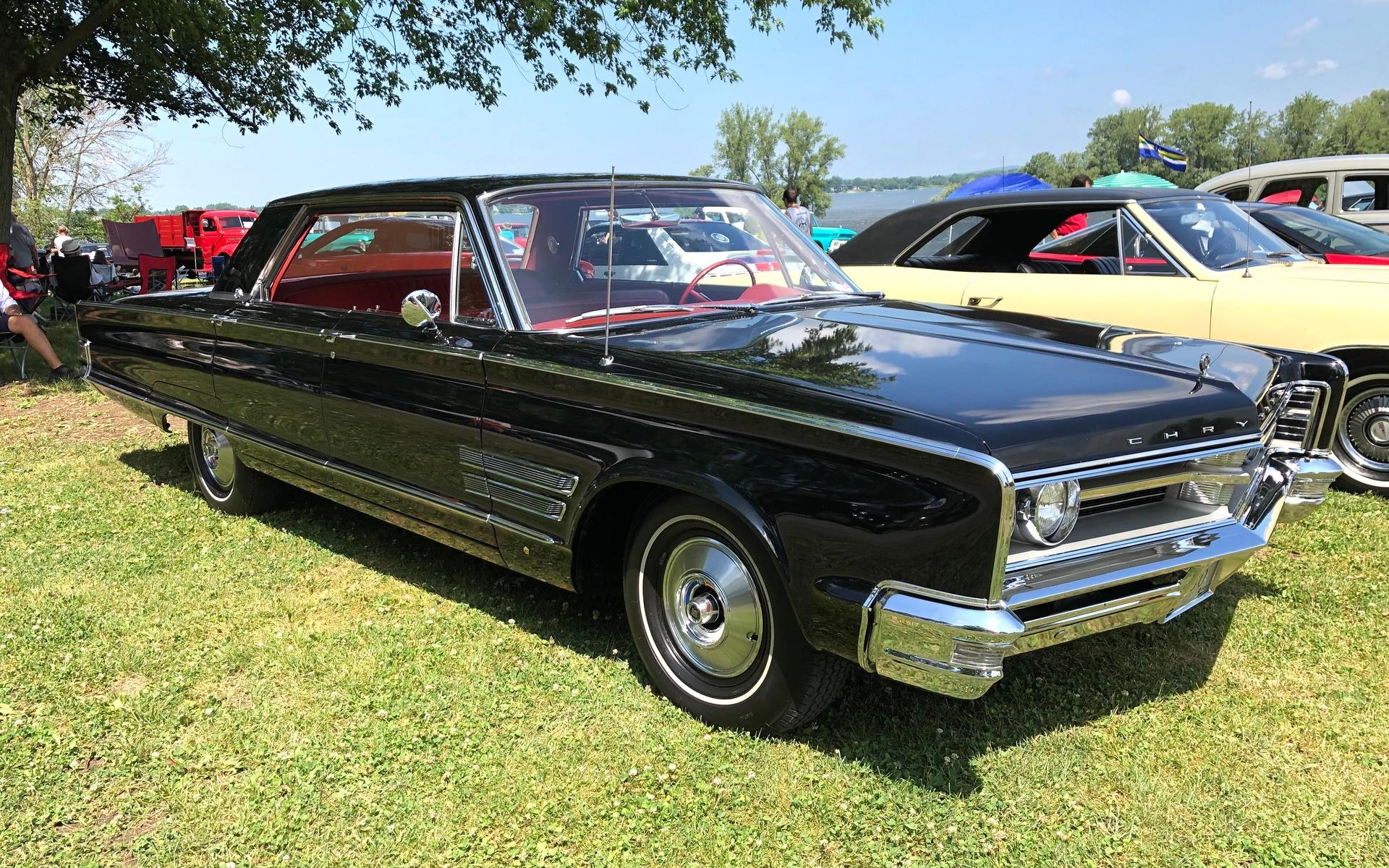 <p>Chrysler 300&nbsp;1966</p>
