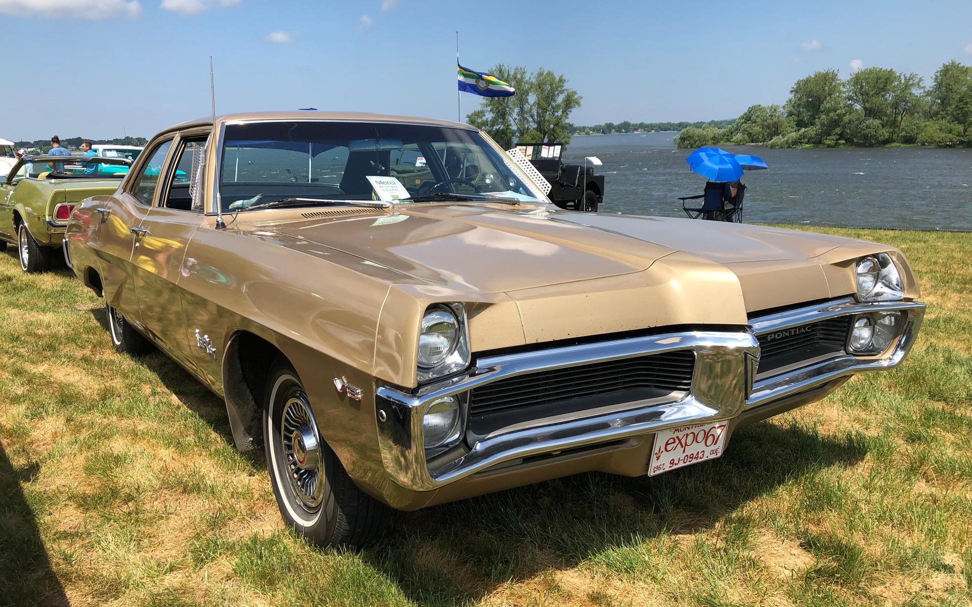 <p>Pontiac Strato Chief 1967</p>