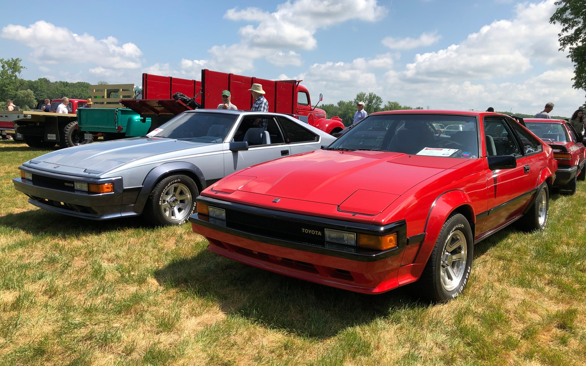 <p>Duo de Toyota Supra 1984</p>