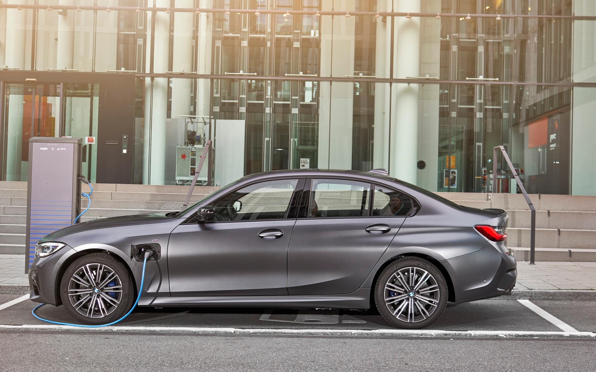 <p>BMW 330e 2021</p>
