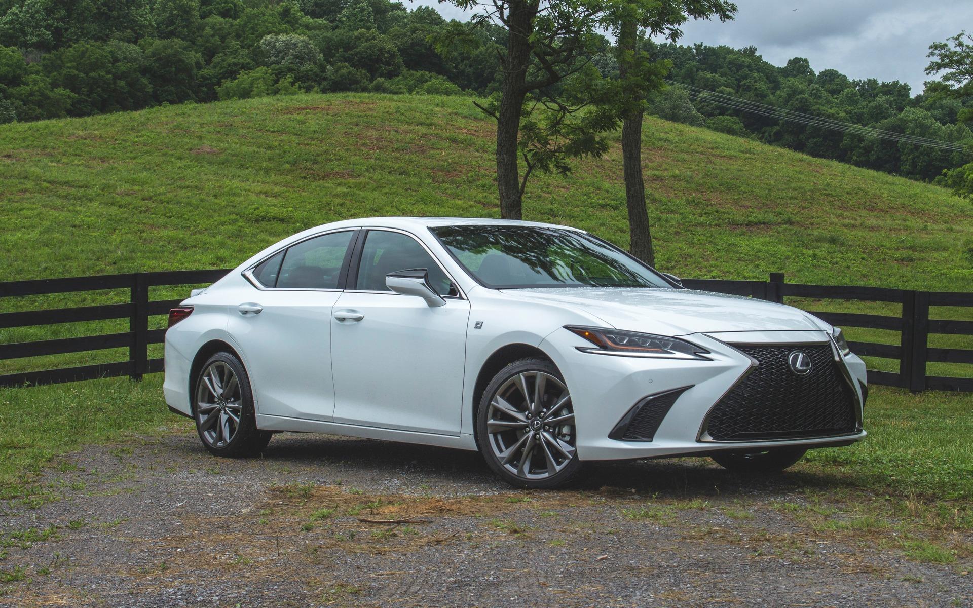 <p>Lexus ES</p>