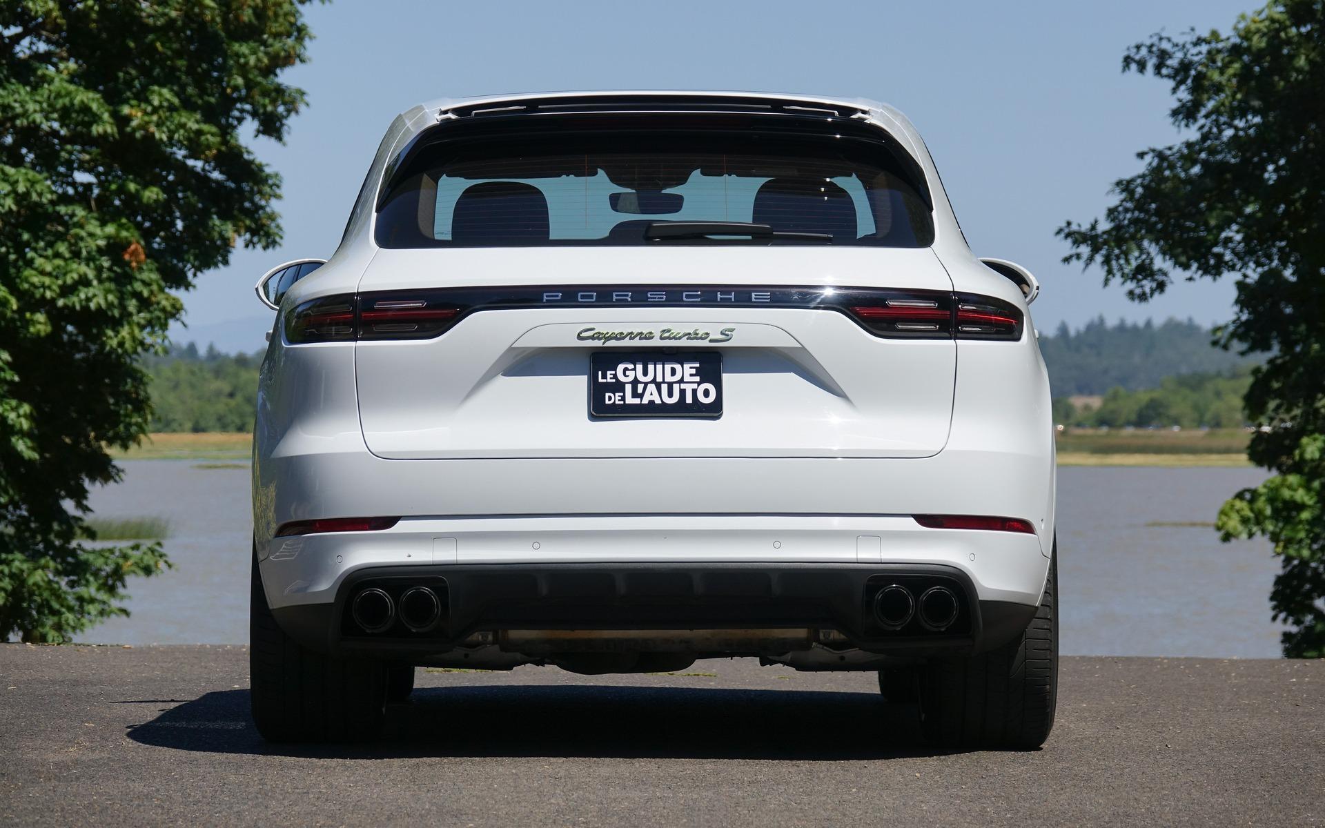 <p>Porsche Cayenne E-Hybrid Turbo S 2020</p>