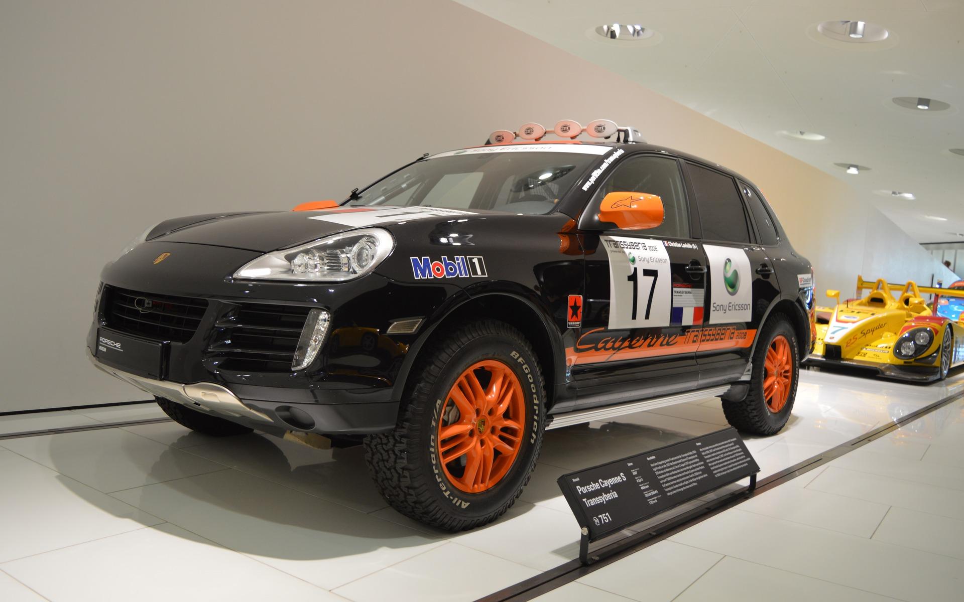 <p>Porsche Cayenne Transsyberia</p>