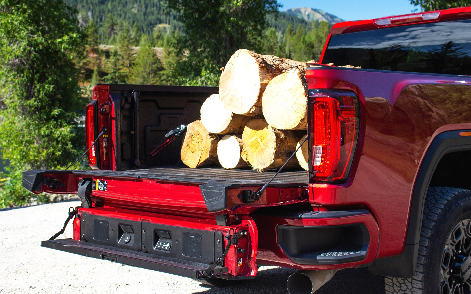 2020 GMC Sierra HD: Towing the Competition - The Car Guide