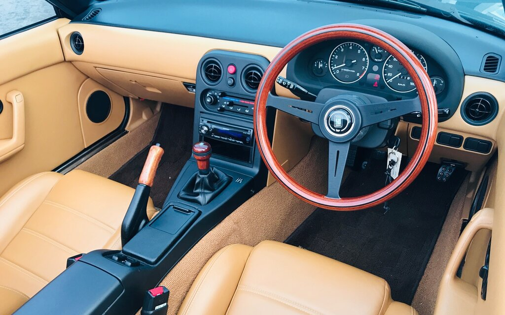 Mazda MX-5 Miata 1989 : un voyage dans le temps 397284_Mazda_MX-5_Miata_1989_-_Un_voyage_dans_le_temps