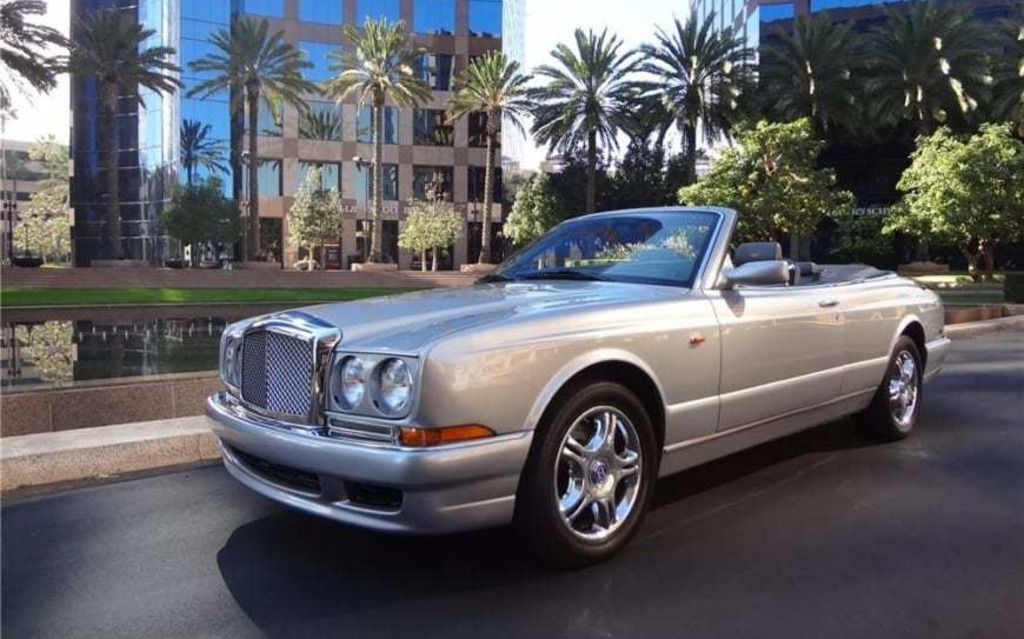 <p>Bentley Azure Mulliner</p>
